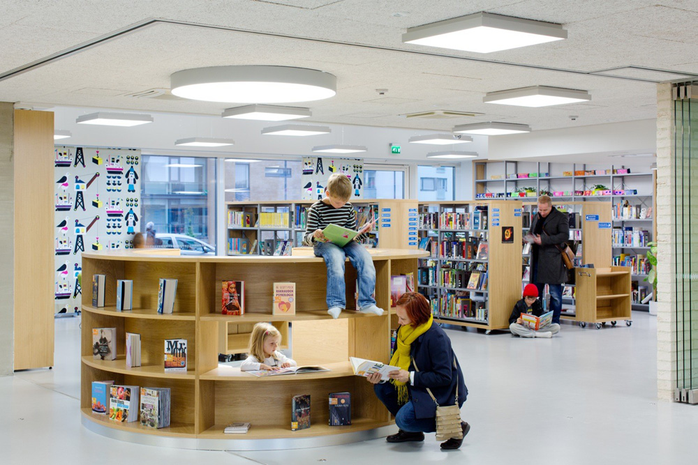 Saunalahti school library