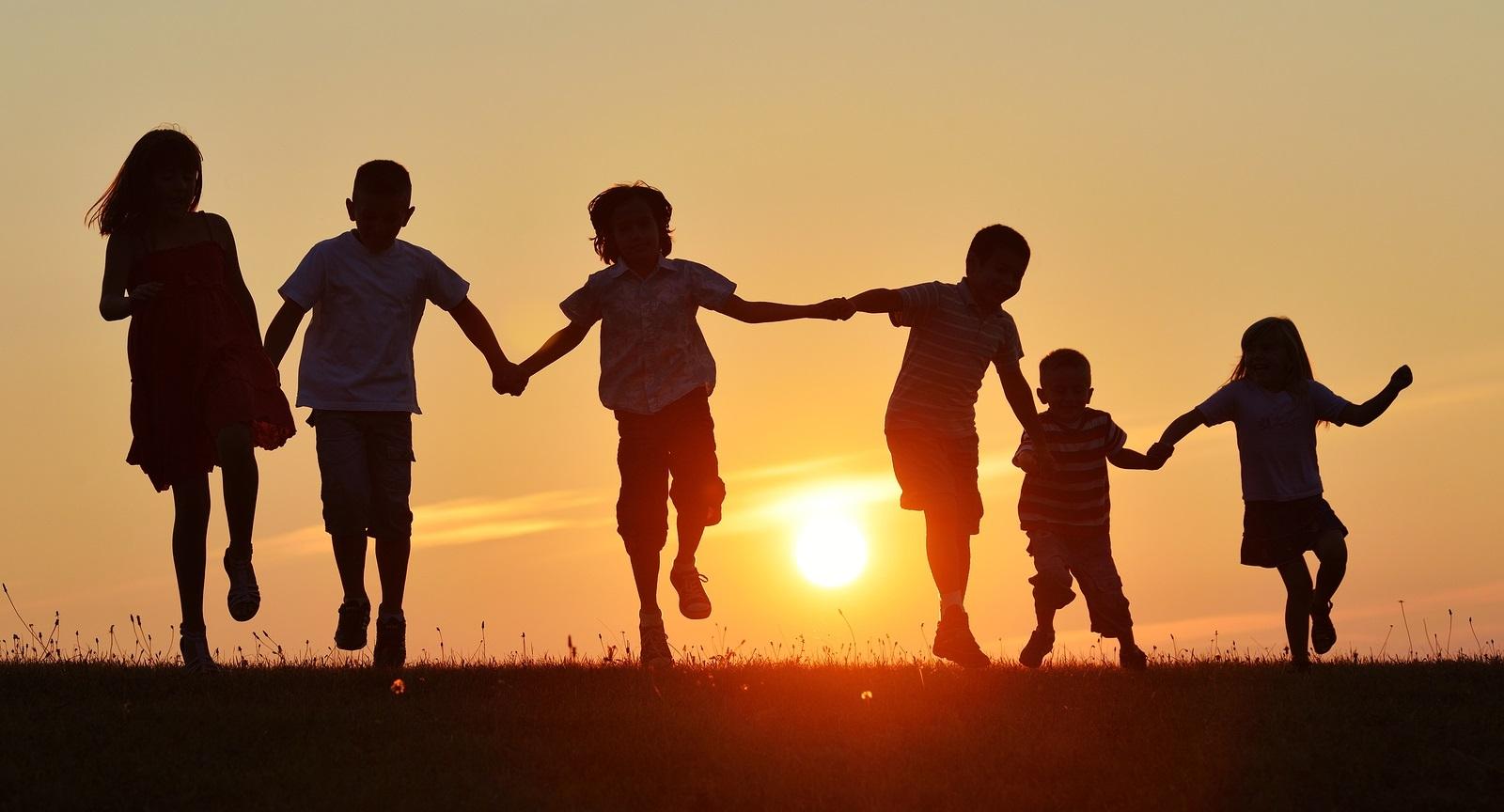 I bambini vanno educati alla felicit non alla perfezione - Immagini di cicogne che portano bambini ...