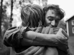 abbracci un figlio