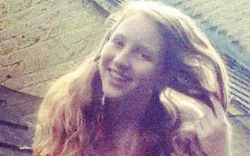 """Jenny Fry si è suicidata perché non sopportava più il peso delle sue gravi condizioni di salute. Secondo i medici la ragazza inglese aveva sviluppato una sensibilità particolare alla rete Wi-Fi e come dichiara la madre a The Mirror """"Non ce la faceva più"""" tanto che """"a scuola non riusciva a concentrarsi a causa delle emicranie, rischiava di perdere l'anno ed era spesso assente"""". I sintomi che la giovane 15 enne avvertiva erano sempre stati ricondotti a squilibri ormonali, ma col tempo si è capito che la causa erano le onde della connessione senza fili. Le condizioni stesse di Jenny dimostrano questo dal momento che durante l'estate la ragazza stava meglio proprio nel periodo in cui passava meno tempo a contatto con le onde elettromagnetiche."""