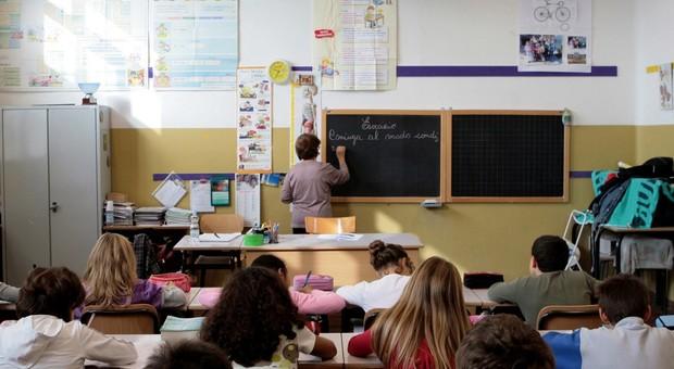 maestra con diploma magistrale