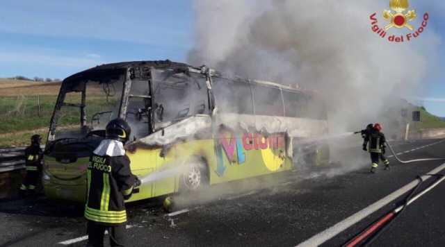 Autobus Prende Fuoco Durante Gita Scolastica