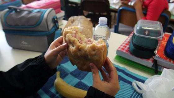 Mangiare in Mensa con Panino