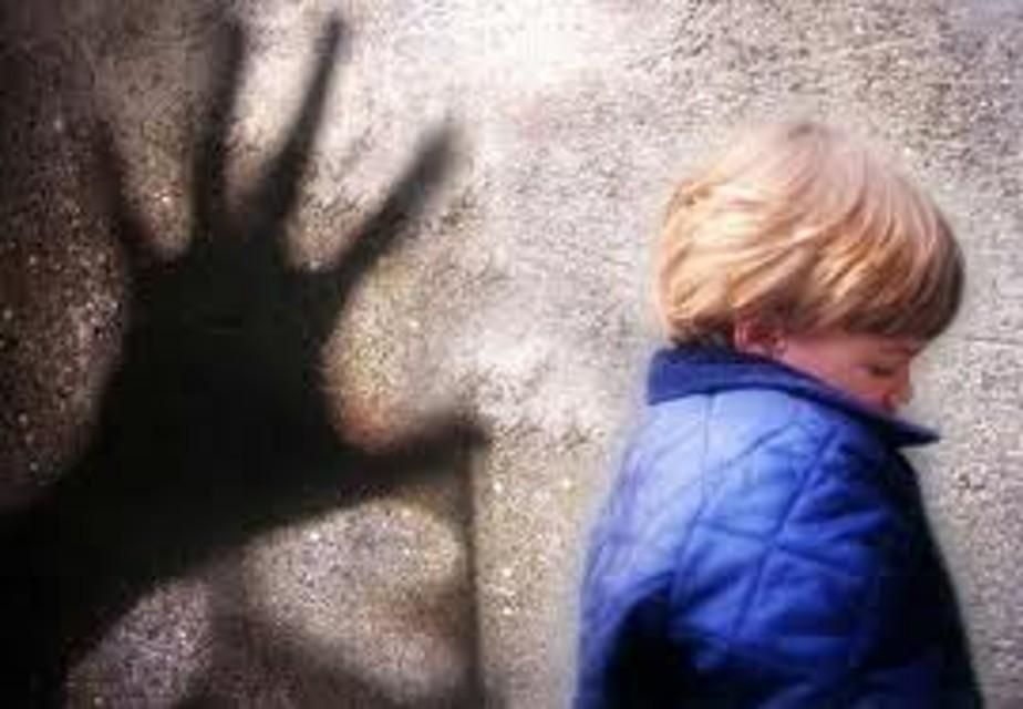 Abusi su Bimbo di 8 Anni