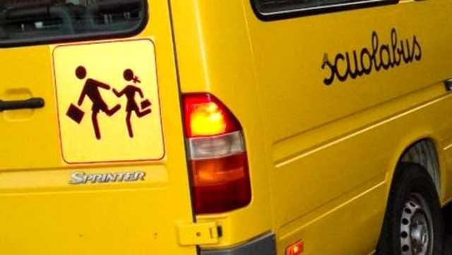 Scuolabus Pieno di Bambini