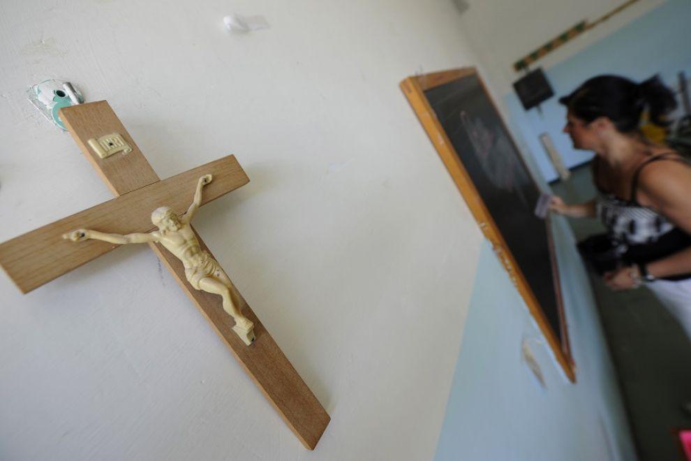 Crocifissi da Appendere nelle Scuole