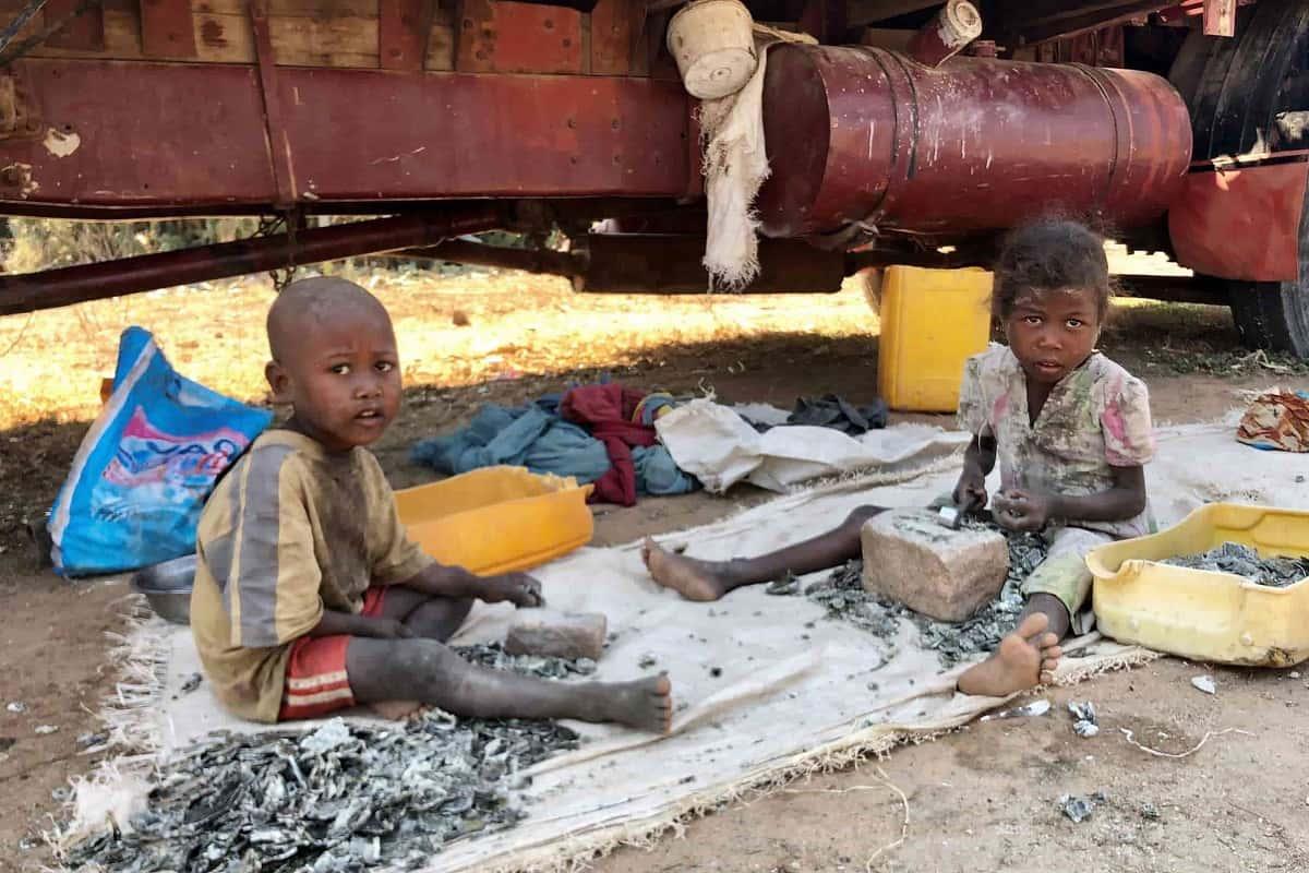 miniere di mica bambini