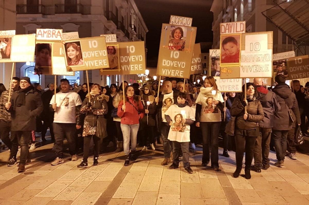Taranto, Dove i Bambini Continuano a Morire (Davvero) per In