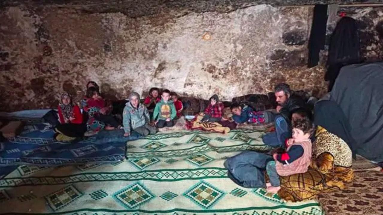 Nelle Caverne, Nelle Tombe del Cimitero o Tra il Bestiame: i