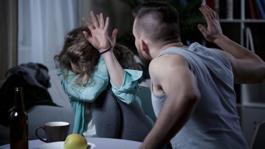violenza domestica contro la moglie a roma