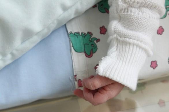Dramma a Pescara, Neonata di 3 Mesi Muore Soffocata con un R