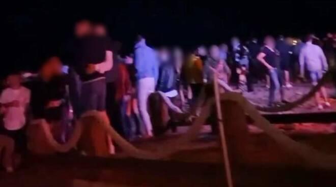 Al Party in Spiaggia Senza Mascherina, Chiuso Stabilimento a Fiumicino