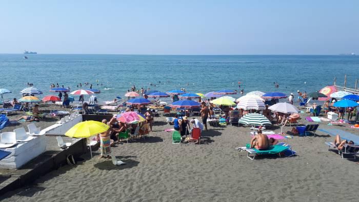 Salerno: Tenta di Molestare Bimba, Rischiato Linciaggio in Spiaggia