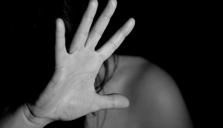 """""""Se Parli Sei Morta"""": Tre Anziani Violentano per Anni una Ragazza Disabile, Arrestati Perché Scoperti dalla Madre"""