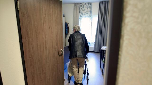 Fisioterapista Stupra 95enne Malata di Alzheimer