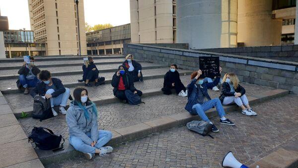 studenti protestano a Bologna