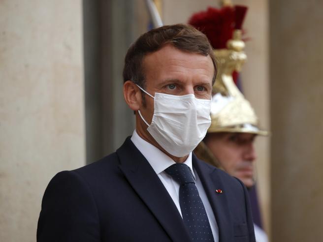 Macron annuncia assegno psicologico