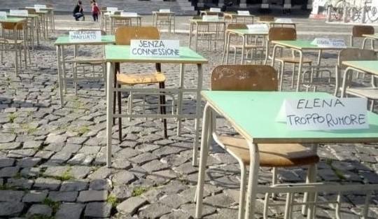 studenti di Napoli protestano
