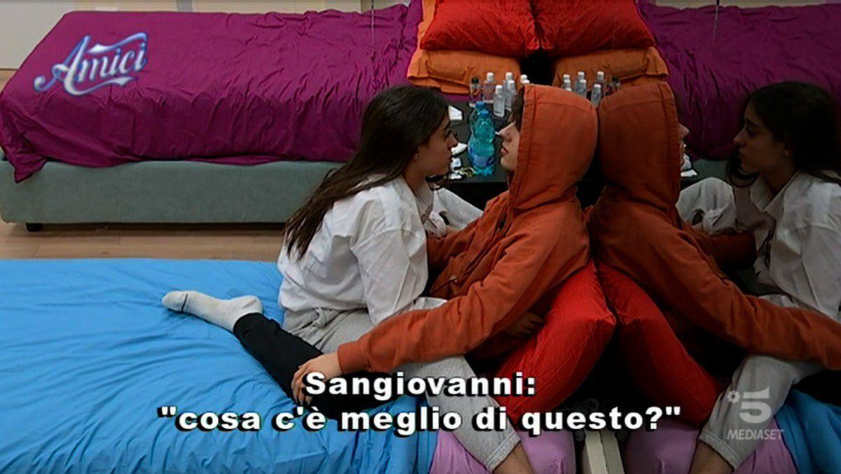 Giulia Stabile e Sangiovanni