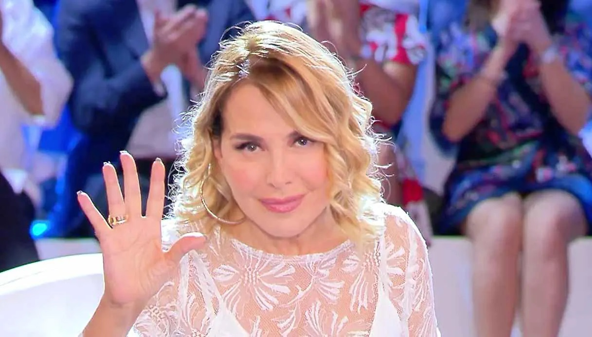 Barbara D'Urso Omaggia Raffaella Carrà