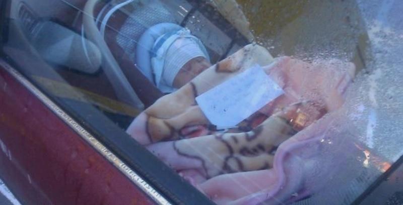 Neonato Chiuso in Auto